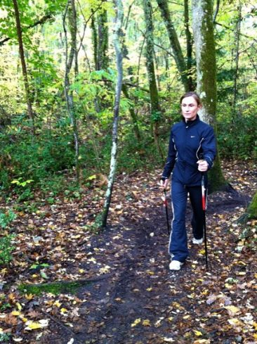 Estelle coach chez wP33 à Bordeaux s'entraine en nordic walking.