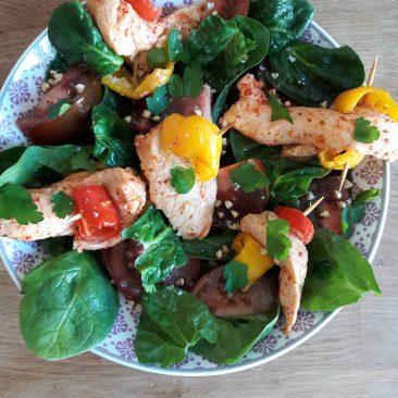 Poulet mariné et salade d'épinards